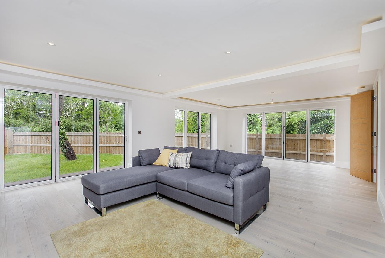 5 Bedrooms Detached House for sale in Ashley Lane, NW4
